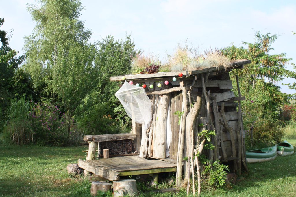 une cabane au fond du jardin mon envie maison. Black Bedroom Furniture Sets. Home Design Ideas